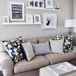 полка и картины над диваном