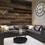 деревянная стена над диваном