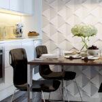 декор стены возле стола на кухне идеи фото