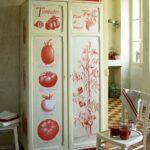 декупаж шкафа помидорами
