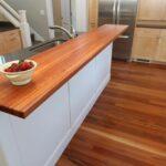 деревянная столешница для кухни фото интерьера