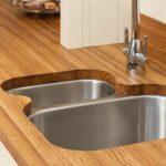 деревянная столешница для кухни оформление идеи