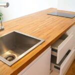 деревянная столешница для кухни виды декора