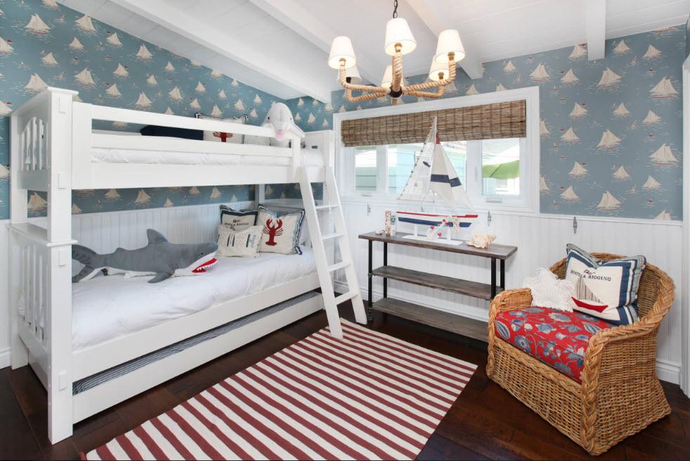 кровать двухъярусная в спальне