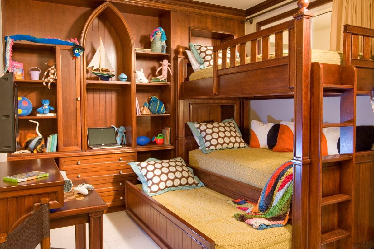 кровать для троих детей из дерева