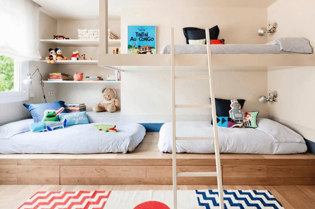 кровать подиум для троих детей варианты