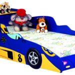 детская кровать-машина со зверями