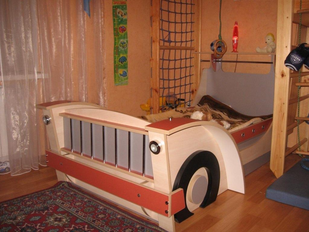 место для детской кровати машины