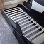 детская кровать-машина без матраса