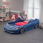 детская кровать-машина с семьей