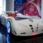детская кровать-машина с подсветкой в колесах