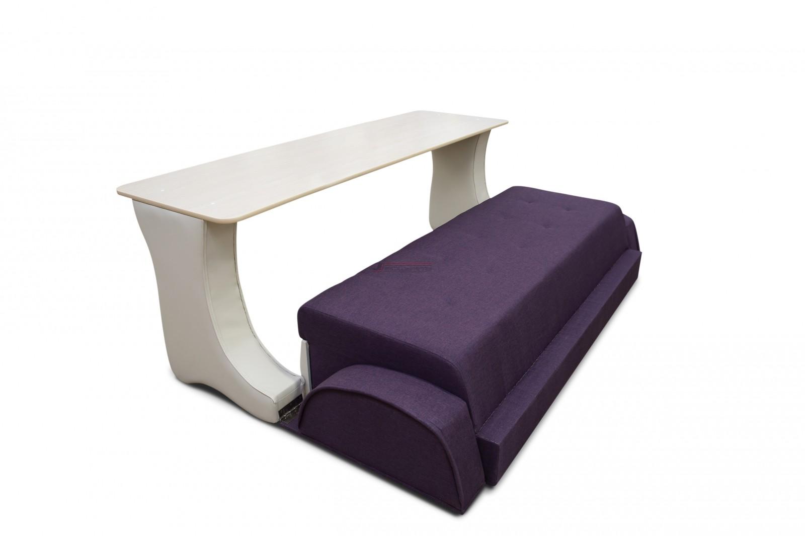 диван с небольшим столом