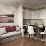 кухня с длинным диваном