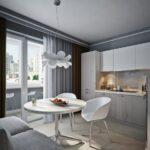 кухня 12 м с диваном и люстрой