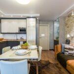 кухня 12 м с диваном коричневым