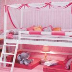 кровать в спальне для девочки
