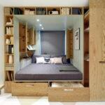 кровать в спальне функциональная