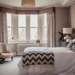 кровать в спальне зиг-заг