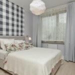 кровать в спальне в доме