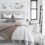 кровать в спальне продать