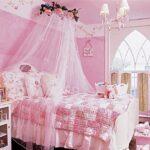 кровать с балдахином розовая