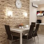 стена возле стола на кухне декор фото