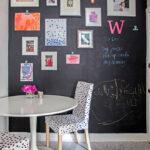 стена возле стола на кухне фото декор