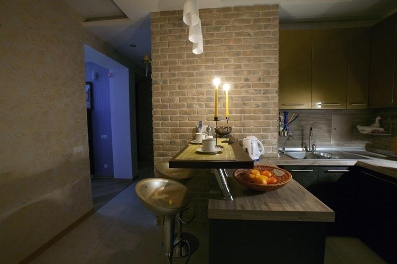 дизайн стены возле стола на кухне кирпич
