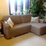 угловой диван в чехле