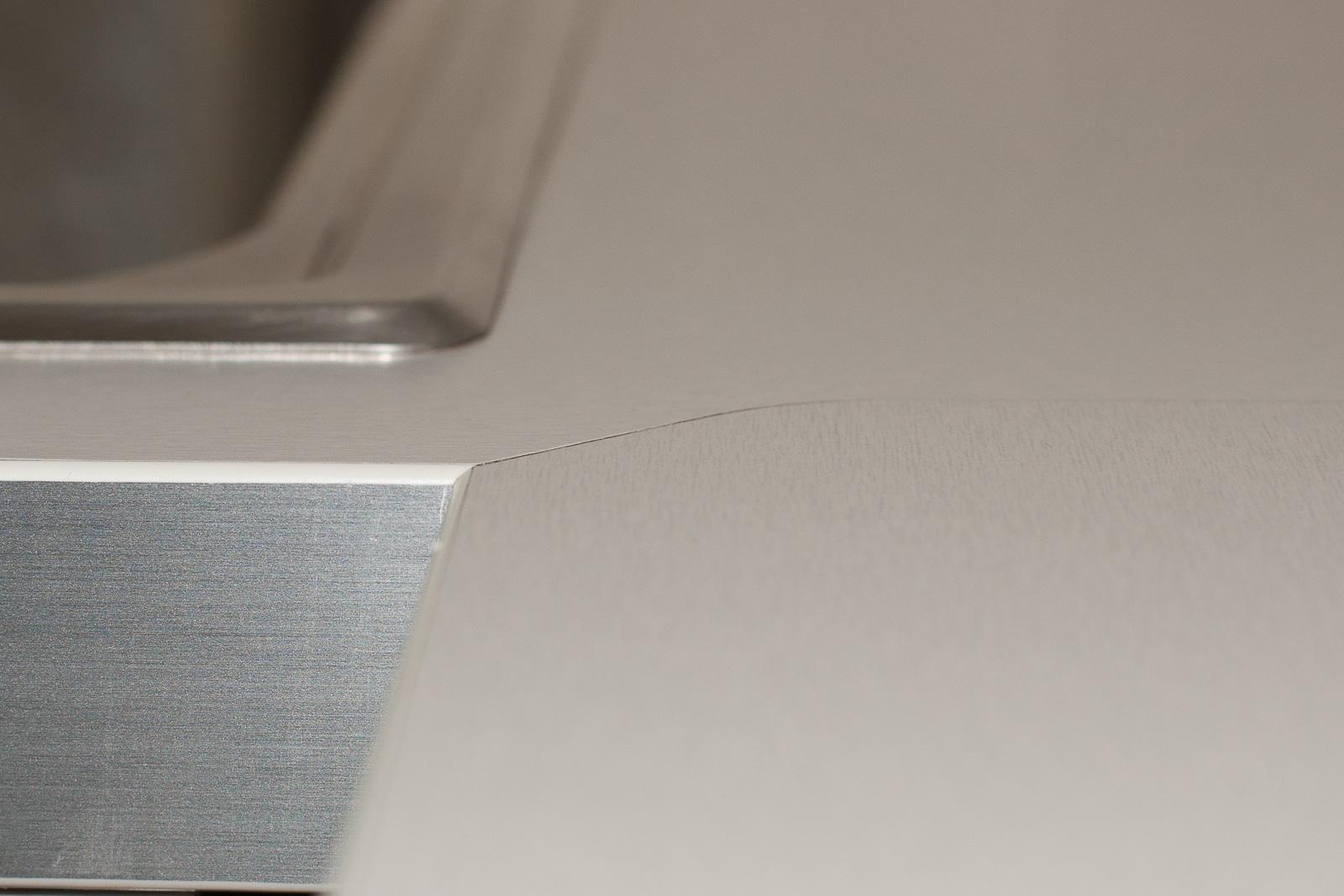 стыкование деталей столешницы