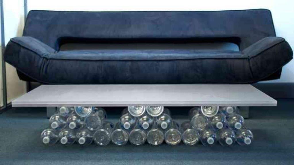 журнальный столик из пластиковых бутылок