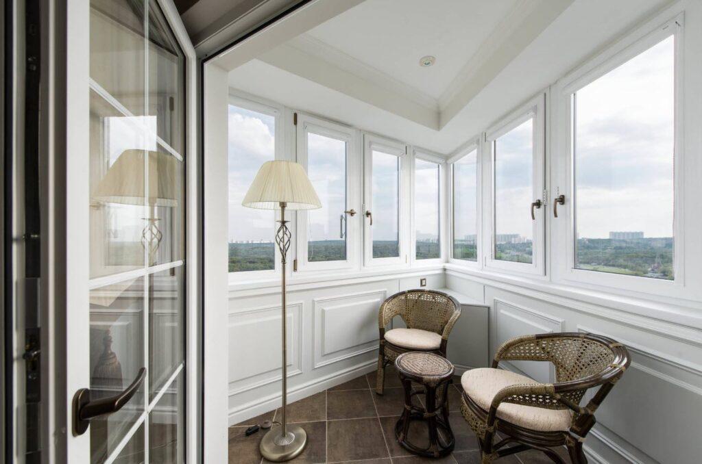классический дизайн на балконе