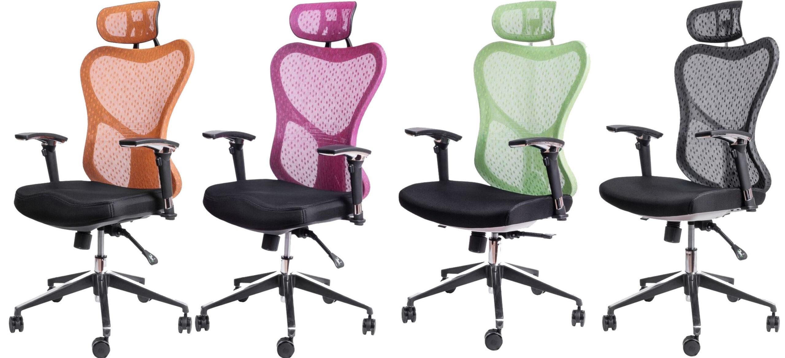 офисным креслом