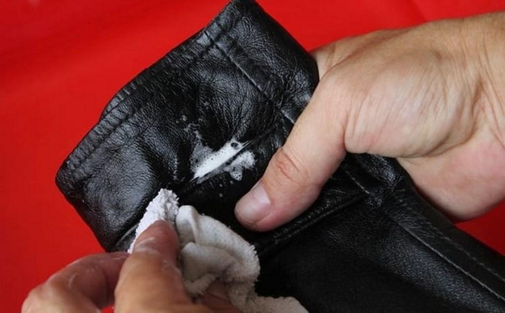 удалить пятно с кожаной куртки