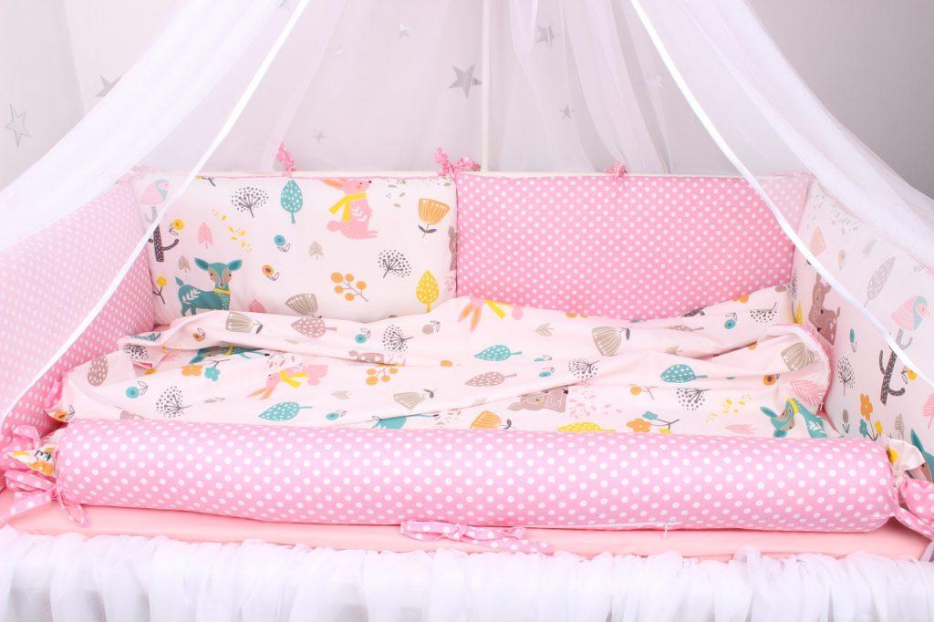 розовый бортик для кроватки малыша