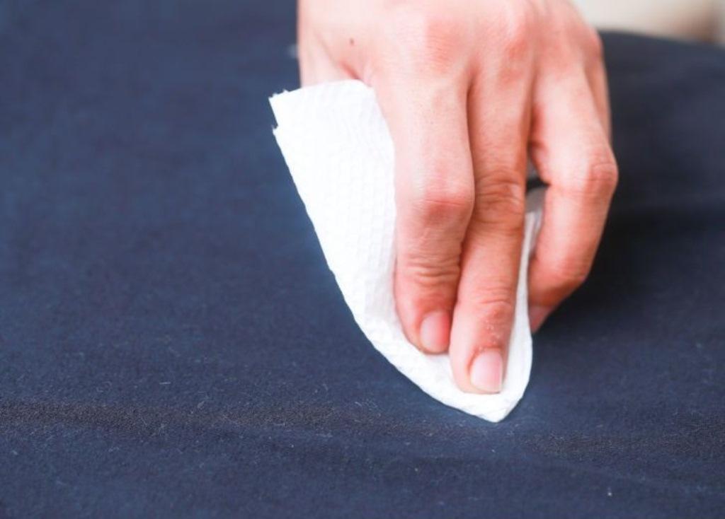 как убрать наклейку с одежды