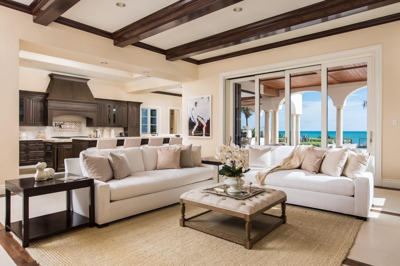 зонирование гостиной диваном