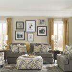 диван серый с картинами