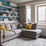 диван угловой с желтой подушкой