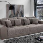 диван серый много подушек