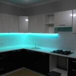 фасад кухни с подсветкой