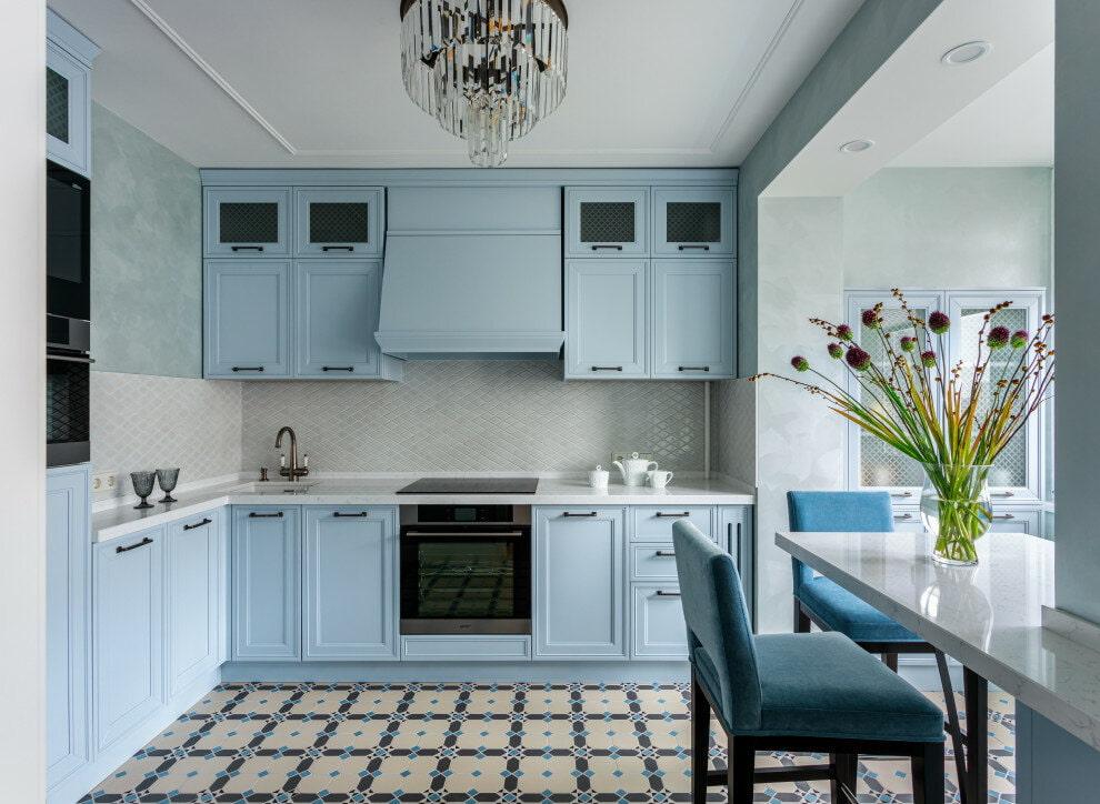 светло голубой гарнитур на кухне