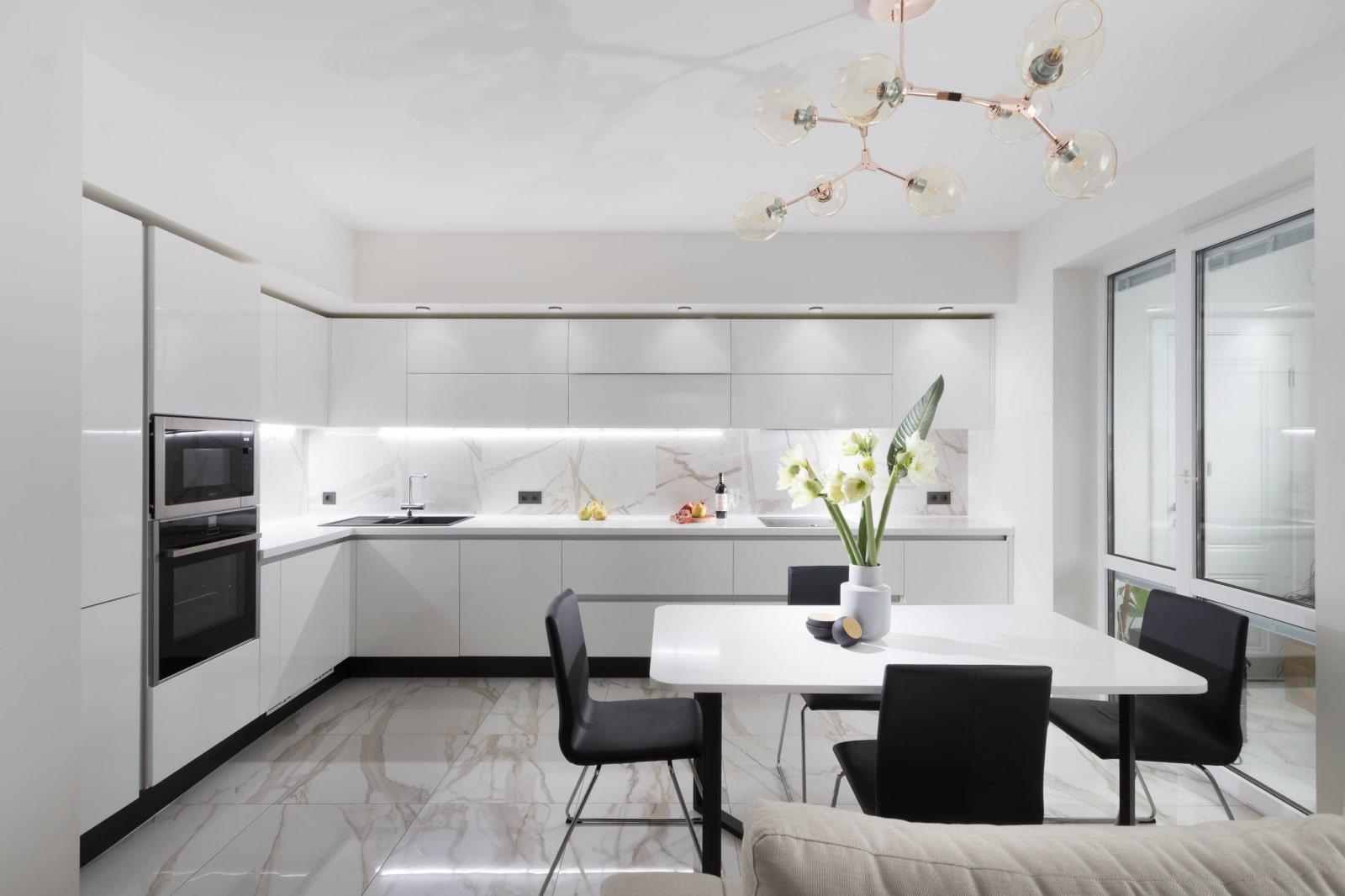 Г-образный гарнитур на кухне