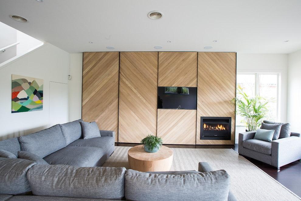 шкаф купе с телевизором и камином в гостиной