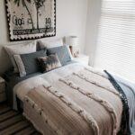 красиво заправленная кровать интерьер фото