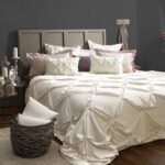 красиво заправленная кровать фото интерьер