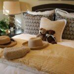 красиво заправленная кровать виды декора