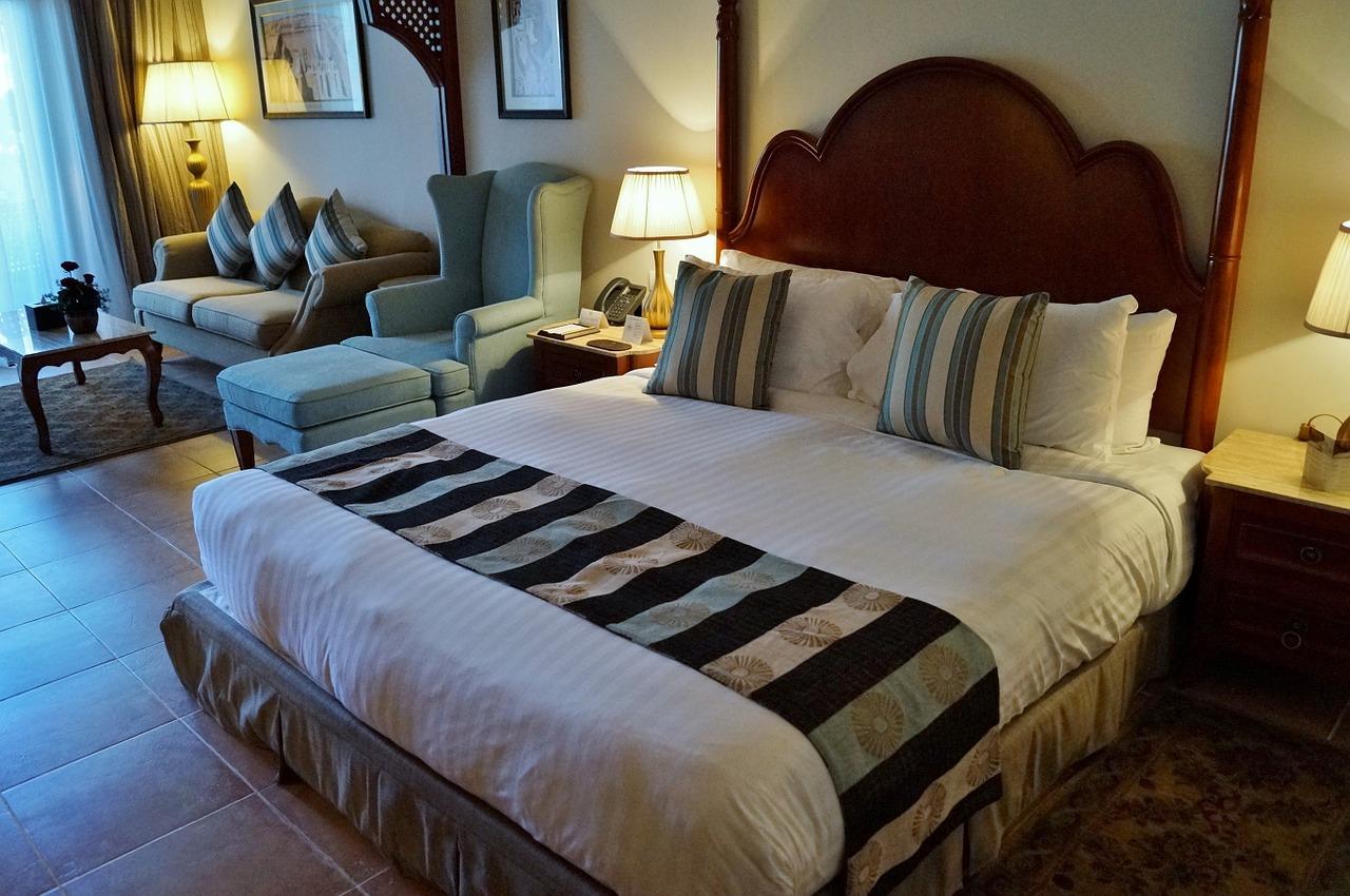 красивые фото в кровати отеля сопровождается