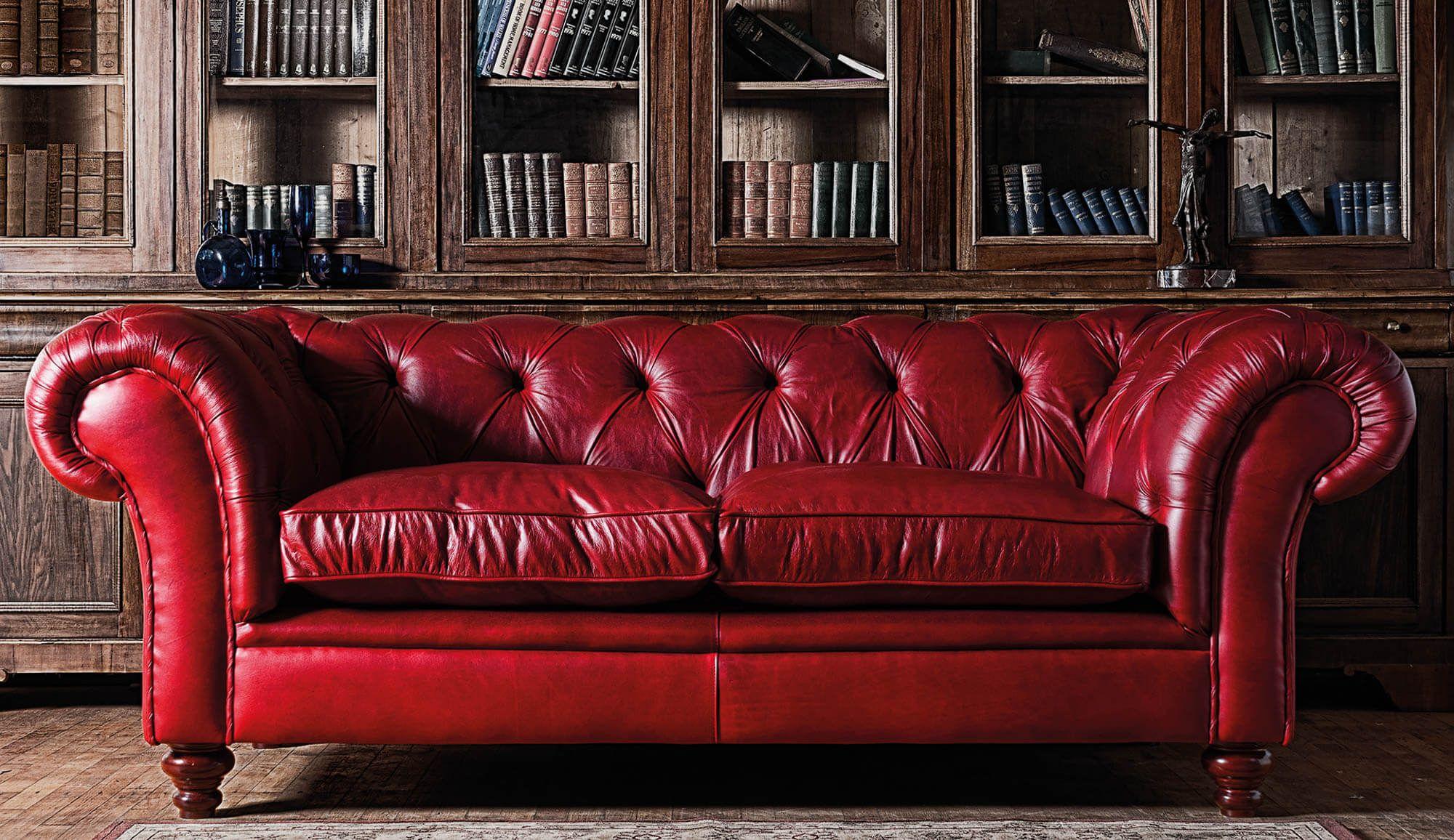 украсить красным диваном