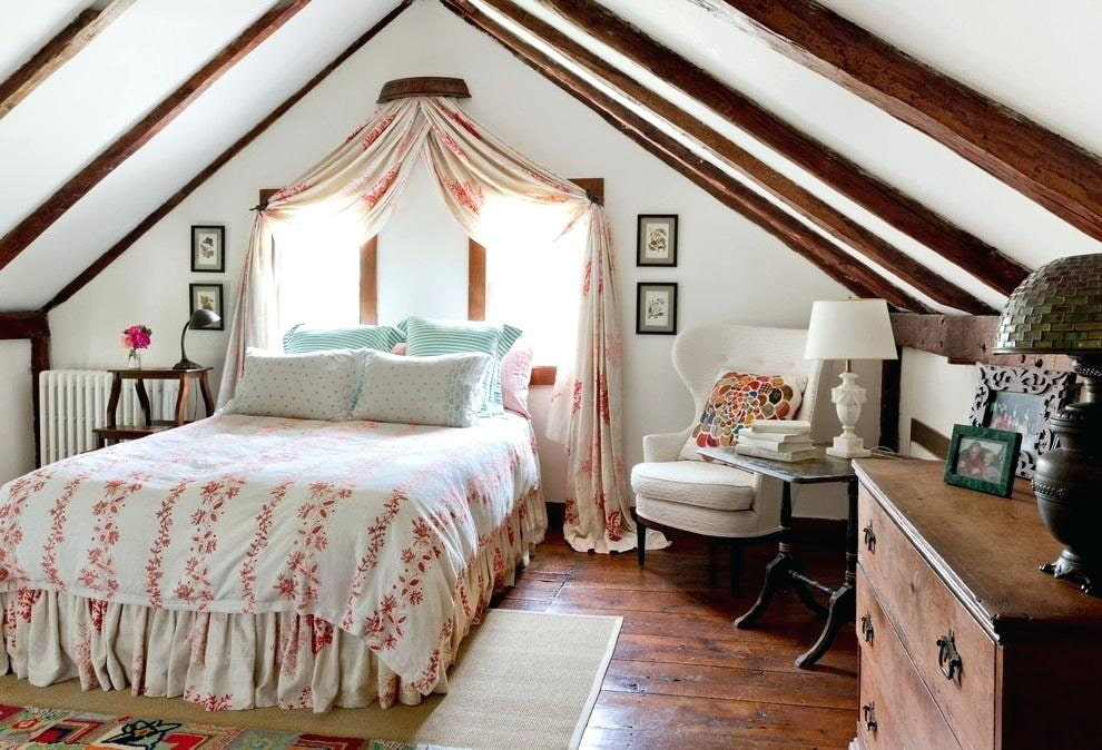 кровать изголовьем к окну дизайн идеи